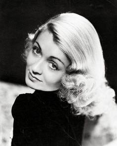 Constance Bennett, 1933