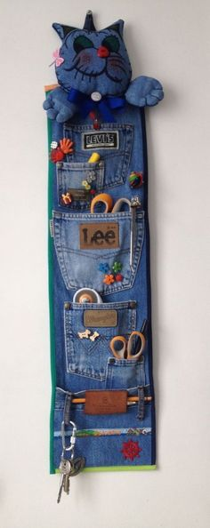 36 ideas para reciclar jeans o ropa vaquera - Best Sewing Tips Sewing Hacks, Sewing Tutorials, Sewing Patterns, Sewing Tips, Sewing Stitches, Recycle Jeans, Upcycle, Jeans Recycling, Recycling Kids