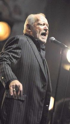 Joe Cocker RIP. 1944 - 2014 I saw him in 2012 at the Gretna Heritage Festival. He sounded just like he does on the radio!