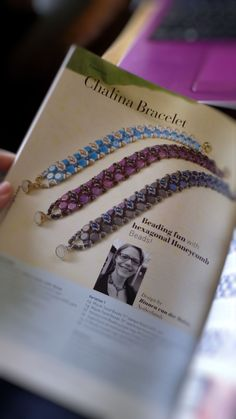 Chalina bracelet tutorial. This tutorial is published in the Perlen Poesie magazine nr. 32.   The bracelet is made with honeycomb beads, superduo beads, O-beads, firepolish (or round) beads and seed beads.