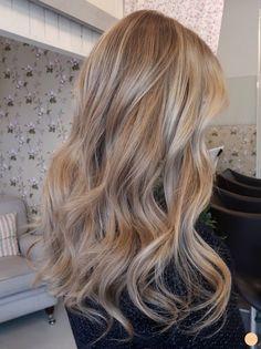 Balayage Hair Honey, Honey Hair, Beige Blonde Balayage, Dark Blonde Hair With Highlights, Balayage Hair Dark Blonde, Blonde Hair Looks, Brown Blonde Hair, Blonde Honey, Caramel Blonde