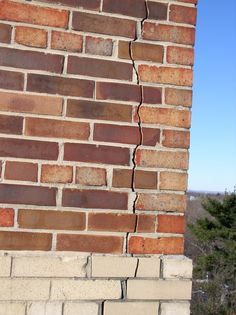 Long, vertical cracks at building corners may indicate underlying structural distress in brick masonry wall systems. Brick Masonry, Masonry Wall, Masonry Construction, Tree Houses, Buildings, Brickwork, Treehouse
