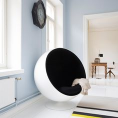 Get the Look: 5 Sources for Ball Chairs