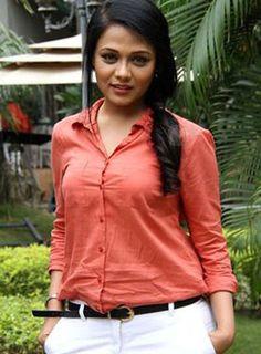 Coffee Ani Barach Kahi.. #PrarthanaBehere #Marathi #Actress