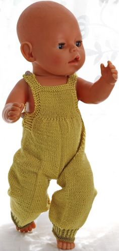 Knitting patterns for american girl doll clothes - This outfit looks fabulous with a green scarf Crochet Doll Clothes, Knitted Dolls, Doll Clothes Patterns, Baby Knitting Patterns, Baby Patterns, Knitting Ideas, Crochet Patterns, Baby Born Clothes, Girl Doll Clothes