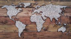DIY - Weltkarteaus Holz mit Nägeln und Baumwolle