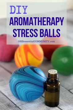 stress ball + essential oils = aromatherapy stress ball -- Easy step-by-step instructions, recipes for 10 calming essential oil blends to use in your homemade aromatherapy stress balls, and ideas to t Essential Oils For Anxiety, Essential Oil Uses, Doterra Essential Oils, Young Living Essential Oils, Stress Relief Essential Oils, Calming Essential Oils, Homemade Essential Oils, Boule Anti Stress, Anti Stress Ball