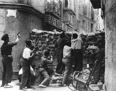 Fets del 1937. Barricada a Barcelona. Catalunya. Espanya.