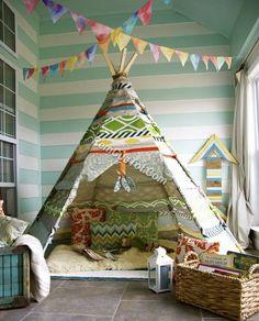 4. )Dựng một lều vải Xin bật mí với bạn, tôi là một fan hâm mộ lớn của những chiếc lều vải. Một trong số này là phụ kiện hoàn hảo cho phòng ngủ của trẻ. Chúng thật vui nhộn, tiết kiệm, trông rất phong cách và sẽ cho bạn hàng giờ giải trí với các bé yêu của bạn. Bạn hoàn toàn có thể tự làm hoặc mua chúng.