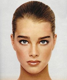 "Brooke shields justseventeen: "" July 'Aziza demonstrates how to have a more memorable mouth. Brooke Shields Joven, Brooke Shields Young, Beauty Makeup, Hair Makeup, Hair Beauty, Inka Williams, Estelle Lefébure, Dark Autumn, Photo Portrait"