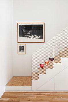 la SHED | 18th Avenue; mesh stair balustrade
