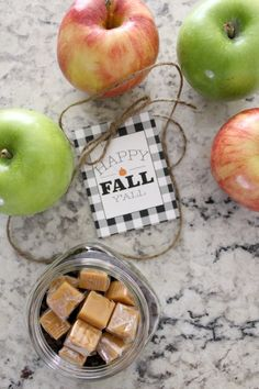 This easy DIY caramel apple gift will have you being teachers pet in no time. Fun to make and kid friendly, remember an apple a day keeps the doctor away. Free Printable Tags, Free Printables, Fall Teacher Gifts, Apple Gifts, Apple Dip, Caramel Apples, Gift Tags, Mall, Life Hacks