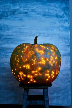 The night sky offers endless inspiration, all yearround. This autumn, bedeck a pumpkin with glimmering starsthat have been drilled and etched to form constellations.