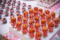 ericavighi fotografia: Aniversário da Amanda: Cupcake party!! Cupcake Party, Wedding Cupcakes, Cupcake Ideas, Raspberry, Baby Shower, Sugar, Churros, Fruit, Breakfast