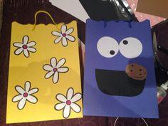 Bolsas para regalo : http://bettertogetherlearnandplay.wordpress.com/2014/10/14/bolsas-de-regalo-originales/
