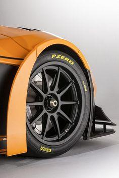 Les pneus #Pirelli #PZero complètent magnifiquement cette voiture. Sportifs et élégants ces #pneus sont une référence !