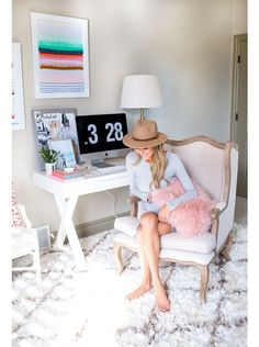 When you work from home, you want your home office to be a special space. Here's some major home office inspo to inspire your room reno. Home Office Space, Home Office Design, Home Office Decor, Office Ideas, Small Office, Office Rug, Office Inspo, Office Furniture, Desk Space