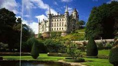 Kasteel Dunrobin in Schotland met mooie tuinen en vijver