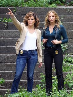 Star Tracks: Thursday, August 6, 2015 | REPORTING FOR DUTY | Spotted: Shades of Blue costars Jennifer Lopez and Drea de Matteo on the show's N.Y.C. set on Wednesday.