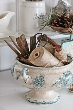 pretty china with down to earth ordinary household items. Love the pinecones in Deko-Ideen Vintage Vignettes, Vintage Decor, Vintage Room, Vintage Crafts, Country Decor, Farmhouse Decor, Photos Vintage, Vibeke Design, Vintage China