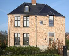 Kempische Bouwmaterialen - Oude Beerse steen - rijnvorm Dream Home Design, House Design, Building Art, Brickwork, Modern Architecture, Interior And Exterior, Beautiful Homes, Sweet Home, Villa