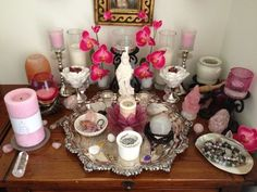 Ostara altar all in pinks and white (Fuck Yeah Altars)- Pinned by The Mystic's Emporium on Etsy Wicca Altar, Wiccan, Witchcraft, Home Altar, Vernal Equinox, Pagan Witch, Witch Aesthetic, Beltane, Book Of Shadows
