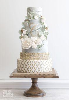 Marble Wreath #weddingcakedesigns