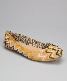 These fabulously fresh flats cover all stylish bases with their classic design and striking patterns, both inside and out. Whether worn with jeans, leggings or a darling dress, this playful pair provides the perfect finishing touch for any ensemble.