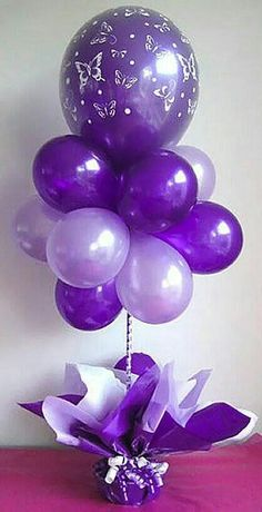 Pretty balloon centerpiece in different shades of purple. No helium needed. - Balloon Decorations 🎈 Pretty balloon centerpiece in different shades of purple. No helium needed. Purple Love, All Things Purple, Shades Of Purple, Purple Stuff, Purple Rain, Ballons Violets, Fete Audrey, Lila Party, Purple Balloons