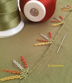 This post was discovered by Ha Needle Lace, Silk Ribbon Embroidery, Olay, Hand Stitching, Washer Necklace, Diy And Crafts, Sewing, Dresses, Needlepoint