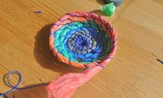 Since Planet Luxe& Toni Lawler showed us how to make baskets from plastic shopping bags I& become a hound for those elusive, gem-coloured numbers. Vbs Crafts, Home Crafts, Diy And Crafts, Crafts For Kids, Arts And Crafts, Weave Shop, Plastic Shopping Bags, Diy Recycle, General Crafts