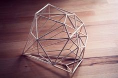 Really Pretty Diamond made of woodsticks! Geometric Decor, Geometric Designs, Geometric Shapes, Popsicle Stick Crafts, Craft Stick Crafts, Bedroom Crafts, Art Diy, Idee Diy, Handmade Decorations