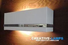 El aplique de pared con estilo minimalista y bajo consumo de energía eléctrica, que da un toque de elegancia y exclusividad a tus espacios.