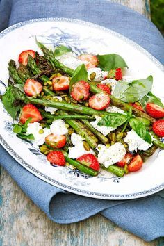 Strawberry and Asparagus Veggie Recipes, Baby Food Recipes, Vegetarian Recipes, Healthy Recipes, Clean Eating, Healthy Eating, Greens Recipe, Food Inspiration, Love Food