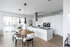 keittiöideoita - modernia ja perinteistä Living Room Kitchen, New Kitchen, Dining Room, Kitchen Ideas, House By The Sea, House Rooms, White Walls, Kitchen Interior, Sweet Home