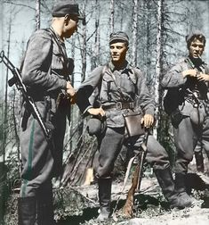 Törni (middle) as Finnish lieutenant in the 1940s