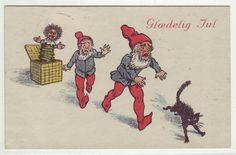Glædelig Jul- (2 nisser og katt skremmes av troll i eske) brukt 1920