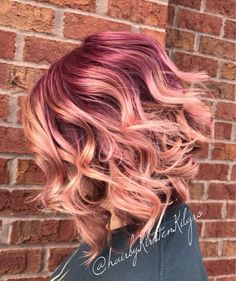 Violet and rose gold colormelt 😍😍 still one of my favorites I have done! By - Violet and rose gold colormelt 😍😍 still one of my favorites I have done! By Violet and rose gold colormelt 😍😍 still one of my favorites I have done! Hair Color And Cut, Haircut And Color, Cool Hair Color, Funky Hair Colors, Hair Colour, Gold Hair, Pink Hair, Rides Front, Beautiful Hair Color