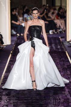 Atelier Versace Fall-winter 2014-2015 - Couture - http://www.flip-zone.net/fashion/couture-1/fashion-houses/atelier-versace-4789 - ©PixelFormula
