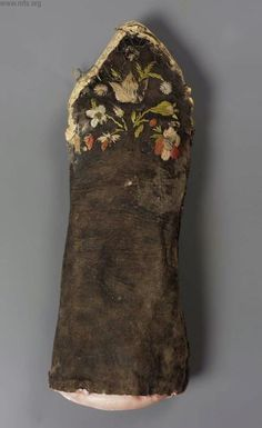18th century leather mitts, Boston