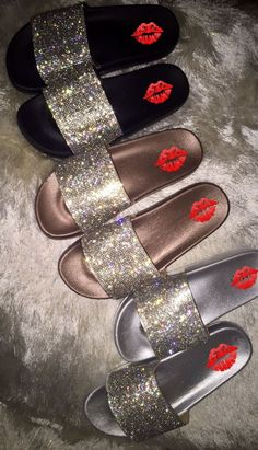 Females' hobby footwear, for activities like trekking, kayaking, and other adventuresports. Cute Sandals, Shoes Sandals, Shoes Sneakers, Sneakers Fashion Outfits, Fashion Shoes, Fashion Tips, Cute Slides, Slipper Sandals, Hype Shoes