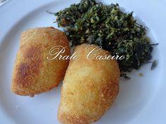 Prato Caseiro: Rissóis de peixe Quiches, Beignets, Cornbread, Fish, Ethnic Recipes, Tasty Food Recipes, Dishes, Pastries, Kitchen Accessories
