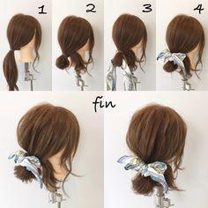 スカーフアレンジ(^^) 1、ポニーテールをつくります! 2、輪になるように結びます! 3、スカーフを輪に通します! 4、スカーフリボン結びします! 全体的に崩して完成です(^^)