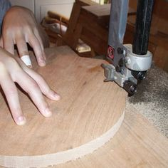 Circle Cutting Jig For Band Saws - Free Woodworking Plans