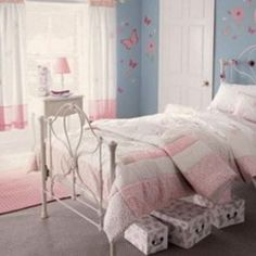 Cool and Warm Blue Wall Scheme and Pink Bedding Sets in Small Girls Bedroom Design Ideas