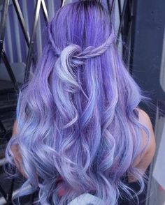 Long Wavy #Hairstyle Lavender Hair Colors, Hair Color Purple, Hair Dye Colors, Hair Color Shades, Pastel Purple, Hair Dye Brush, Dyed Hair, Color Fantasia, Dyed Tips