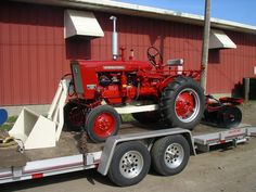 IH 140 with No. 1000 Loader and Mounted One Point Disk Farmall Super A, Farmall Tractors, Red Tractor, Compact Tractors, Down On The Farm, International Harvester, Ih, Lighthouses, Barns