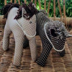 Koník - šitá hračka Lion Sculpture, Statue, Sculptures, Sculpture