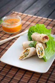 Les nems sont des mets festifs vietnamiens. Très appréciés dans l'enceinte de l'ancienne cours impériale, on les surnomme souvent en France: Rouleaux impériaux  Dans le sud du Vietnam, l'on peut retrouver une autre préparation sous le nom de Nem Chua. Cette recette se fait à base de viandes hachés fermentées.