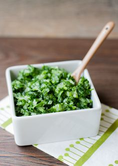 Chilean Green Sauce not to be confused with Mexican Salsa verde. In Chile is just onion and parsley or cilantro. Mexican Salsa Verde, Chilean Recipes, Chilean Food, Friend Recipe, English Food, 30 Minute Meals, Latin Food, Chutney, Mexican Food Recipes